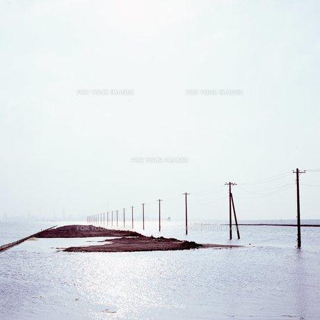 海へと続く電柱④の素材 [FYI00043713]