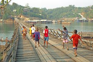 サンクラブリーの木造橋の素材 [FYI00043744]