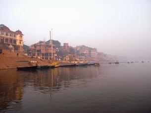 インド バラナシ ベナレス 街並み 旅行 スナップの写真素材 [FYI00044088]