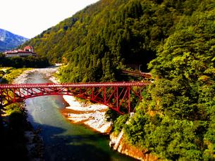 立山 黒部 峡谷 トロッコ列車 橋の写真素材 [FYI00044127]