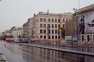 雨のウィーン市街の写真素材 [FYI00044246]