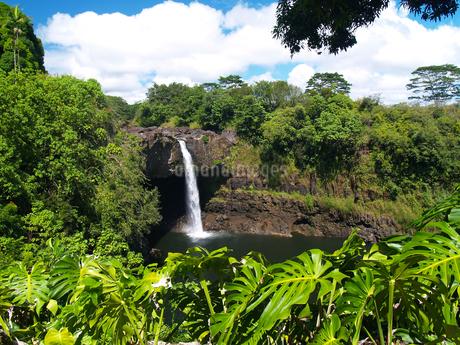 ハワイ島のレインボー滝の素材 [FYI00044563]