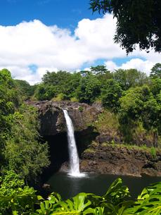ハワイ島のレインボー滝の素材 [FYI00044568]