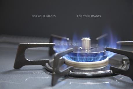 ガスコンロと炎の素材 [FYI00044595]