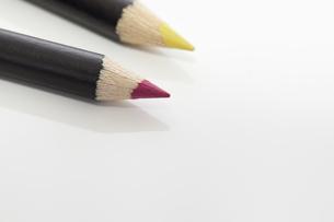 2本の色鉛筆の素材 [FYI00044615]