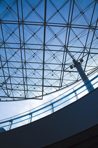 建物のガラス天井の写真素材 [FYI00044717]
