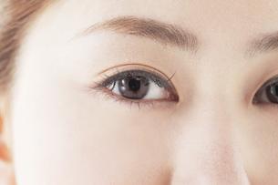 女性の目の写真素材 [FYI00044966]