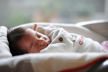 赤ちゃんの寝顔の素材 [FYI00046035]