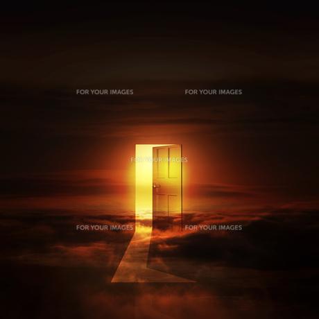 光が射し込むドアの写真素材 [FYI00047850]