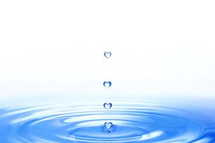 ハートの水滴の写真素材 [FYI00048062]