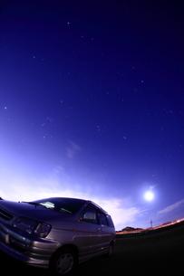 夜のドライブの写真素材 [FYI00048377]