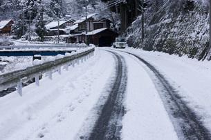 雪道の写真素材 [FYI00049432]