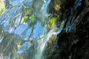 光る岩の写真素材 [FYI00049531]