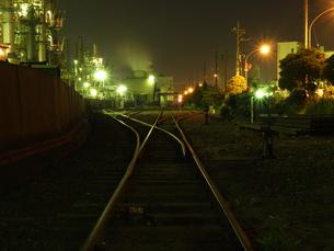 工場地帯の夜景の写真素材 [FYI00050474]