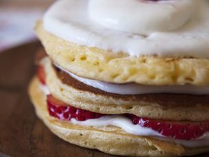 イチゴのホットケーキの写真素材 [FYI00050519]