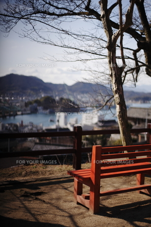 高台のベンチの写真素材 [FYI00050744]