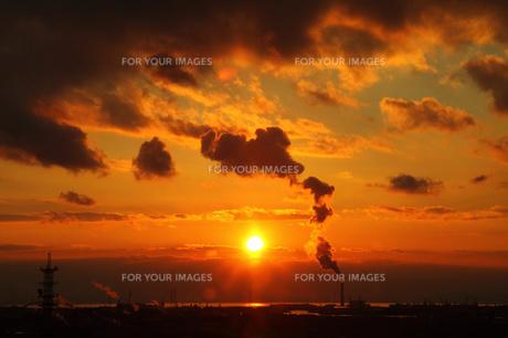 通天閣展望台から大阪南港方面の夕焼けの写真素材 [FYI00050779]