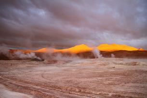 夕日に照らされた山の素材 [FYI00051035]