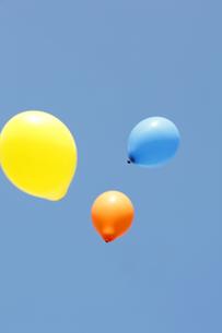 空と風船の写真素材 [FYI00051081]