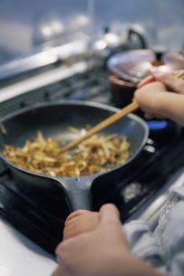 親子で料理の写真素材 [FYI00051109]