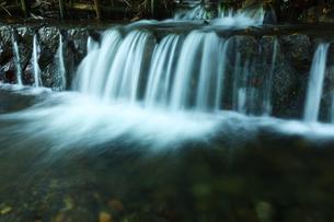 小さな滝の写真素材 [FYI00051284]