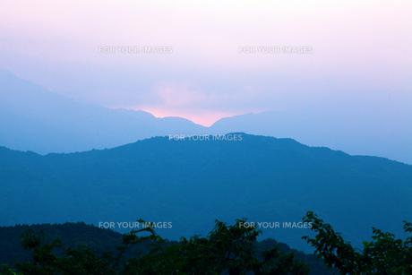 高尾山頂から見た山々の写真素材 [FYI00051320]