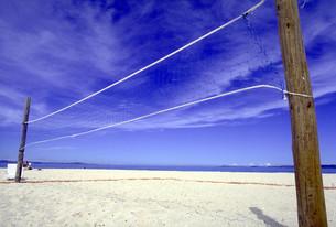 ビーチのバレーコートの写真素材 [FYI00051430]