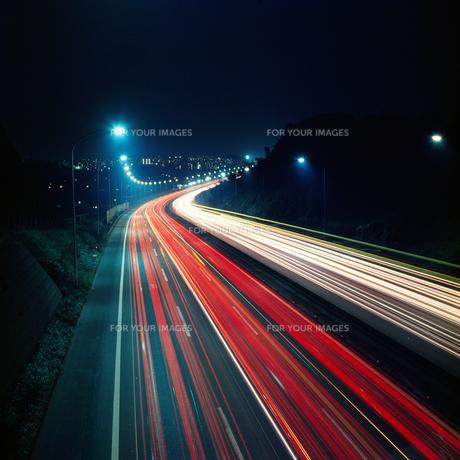 夜の高速道路の素材 [FYI00051531]
