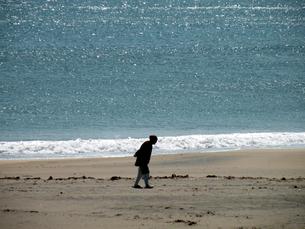 海岸の老婆の素材 [FYI00051555]