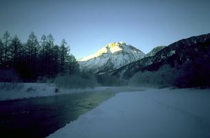 厳冬の焼岳の素材 [FYI00051556]