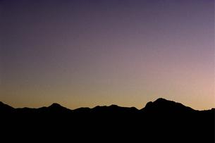 夕暮れの山の素材 [FYI00051620]