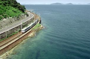 瀬戸内海と山陽本線の写真素材 [FYI00051685]