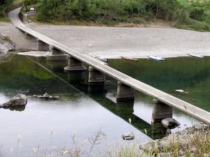 四万十川の沈下橋の写真素材 [FYI00051738]