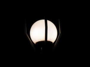 夜の街灯の素材 [FYI00051790]