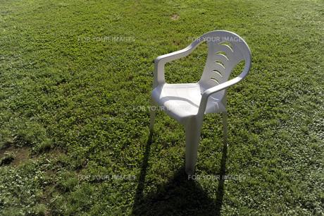 芝生と椅子の素材 [FYI00051908]