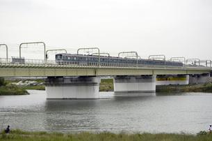 多摩川を渡る小田急線の写真素材 [FYI00052118]