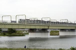 多摩川を渡る小田急線の写真素材 [FYI00052121]
