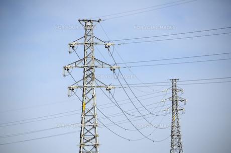青空と送電線の素材 [FYI00052422]