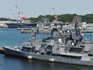 横須賀の護衛艦と米空母の素材 [FYI00052591]
