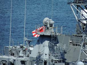 護衛艦と旭日旗の写真素材 [FYI00052695]