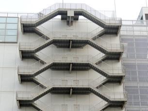 ビルの非常階段の写真素材 [FYI00052793]