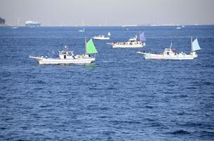 東京湾の釣り船の写真素材 [FYI00052894]