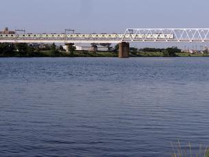 多摩川を渡る京王線の写真素材 [FYI00053071]