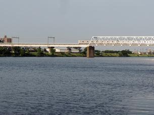 多摩川を渡る京王線の写真素材 [FYI00053081]