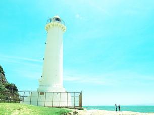 白い灯台と快晴の空の素材 [FYI00053189]