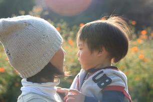 お母さんと子供の写真素材 [FYI00053336]