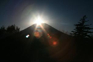 富士山と光線の写真素材 [FYI00054090]