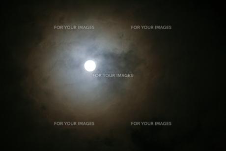満月の写真素材 [FYI00054394]