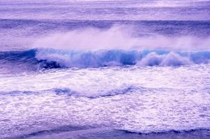 波の写真素材 [FYI00054465]