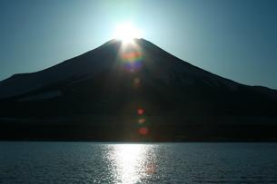 ダイヤモンド富士の写真素材 [FYI00054743]